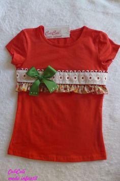 Camiseta decorada. Frocks For Girls, Little Girl Dresses, Girls Dresses, Sewing Shorts, Girls Frock Design, Baby Doll Clothes, Mother's Day Diy, T Shirt Diy, Cycling Outfit