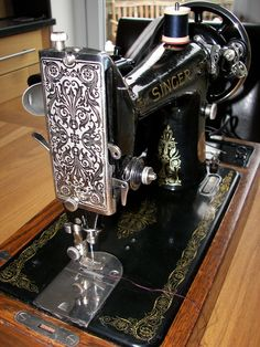 Lisa Ridgeon Originals: Vintage Singer Sewing Machines