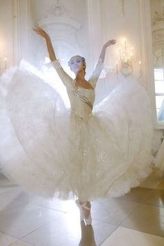Gorgeous angelic ballet dancer in white tutu photograph Shall We Dance, Just Dance, Ballet Costumes, Dance Costumes, Halloween Costumes, Dance Like No One Is Watching, Ballet Photography, Fashion Photography, Ballet Beautiful