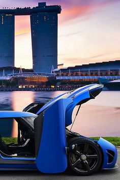 Singapore certainly know how to make skycrapers and they know which whips to roll in two. Check it out by signing up to ebay garage here http://www.ebay.com/motors/garage?roken2=ta.p3hwzkq71.bsports-cars-we-love?roken2=ta.p3hwzkq71.bsports-cars-we-love #spin #competition #giveaway #Tesla