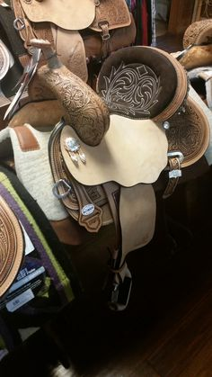 The Hip Hugger has the same ultimate features and is very similar to the Cash with a high front and back. The seat is more dished out than our other saddles, giving the rider a more secure feel.  http://www.joseywesternstore.com/product-p/s-1174.htm