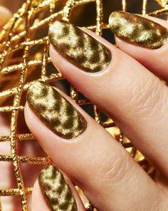 Piccadilly Fishnet- Gold shimmer fishnet magnetic polish