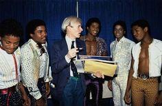 Tito, Jackie, Michael & Randy Jackson w/ Andy Warhol Tito Jackson, The Jackson Five, Jermaine Jackson, Randy Jackson, Jackson Life, Jackson Music, Michael Jackson Smile, Jackson Family, Monat Hair