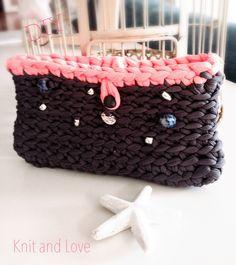 / Knit and Love Knitting Videos, Crochet Videos, Plastic Bag Crochet, Crochet Bags, Crochet Bag Tutorials, Crochet T Shirts, T Shirt Yarn, Knitted Bags, Handmade Bags