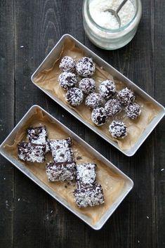 Sunn sjokoladesnacks - Mat På Bordet Healthy Treats, Waffles, Cereal, Breakfast, Morning Coffee, Waffle, Corn Flakes, Morning Breakfast, Breakfast Cereal