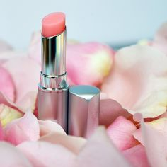 Lip Plumping magic - Softens, moisturizes, enhances natural lip color and plumps for up to eight hours. Nu Skin, Natural Lip Colors, Natural Lips, Diy Beauty, Beauty Hacks, Beauty Makeup, Beauty Shop, Beauty Tips, Box Braids