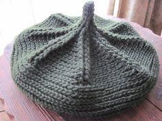 編み模様がくっきり、美しいどんぐり帽です。 かぎ針だそうですが、棒編みしたようにも見えますね。 Mitten Gloves, Mittens, Crochet Baby, Knit Crochet, Wrist Warmers, Crochet Projects, Knitted Hats, Crochet Patterns, Headbands