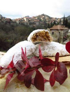 ΔΗΜΗΤΣΑΝΑ: Συνταγή: Καρυδένιοι κουραμπιέδες - Μυστική συνταγή 200 ετών!!! | Έμβολος Greek Recipes, Deserts, Sweets, Traditional, Eat, Outdoor Decor, Christmas, Milk, Cookies