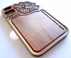 Tabua De Carne De Madeira Harley Davidson Kit Churrasco Router Projects, Woodworking Projects Diy, Carved Wood Signs, Wooden Signs, Router Woodworking, Cnc Router, Wood Board Crafts, Cnc Table, Cnc Plans