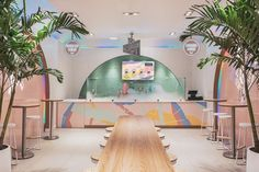 This Ice Cream Shop Draws Inspiration From The Memphis Design Movement Design firm Asthetíque, has recently completed Ice Scream, a modern nitrogen ice cream parlor in the Bronx, New York, that draws inspiration from the Memphis design movement. Bar Interior, Shop Interior Design, Retail Design, Store Design, 1980s Interior, Bar Design Awards, Memphis Design, Estilo Kitsch, Ice Scream