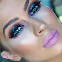 «❄️Mesmerizing turquoise & purple holiday eyes & cool pink lips by this beauty ✨@moniqueabelmakeup✨! Absolutely love this stunning color combo! Perfect…»