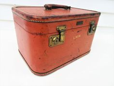 Leather Suitcase, Leather Box, Leather Luggage, Vintage Leather, Vintage Luggage, Vintage Items, Vintage Train Case, Vintage Picnic Basket, Vintage Trunks