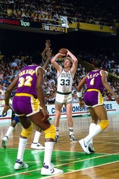 Basketball Pictures, Love And Basketball, Sports Basketball, Basketball Players, Nba Pictures, Celtics Basketball, Basketball Legends, Larry Bird, Thunder Nba