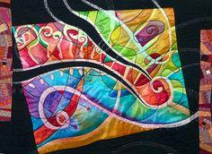 Rius de Plata – Cecília González Medida: 110 x 88 cm Año: 2008 Seda pintada a mano mediante la técnica del Batik. Acolchado libre a máquina. Quilt creado a partir de un panel de seda pintado a  mano por nosotras, inspirándome para convertirlo en un quilt. Los ríos de plata cruzan entre los colores.