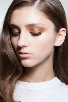 12 Romantic and Sexy Hair and Makeup Ideas to Try This Valentine's Day - bronze eyeshadow Make Up Tutorials, Beauty Makeup, Hair Makeup, Hair Beauty, Beauty Bar, Beauty Trends, Beauty Hacks, Berry Lipstick, Bronze Eyeshadow