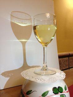http://www.lagambadeoro.es/tienda-online.php Para los amantes del vino, tenemos vino especial para #marisco y pescado en La Gamba de ORO