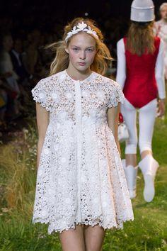 Moncler Gamme Rouge Spring-Summer 2016, Womenswear - Catwalks (#23256)