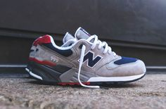 New Balance Vintage Classics - Grey / Navy New Balance Sneakers, New Balance Shoes, Mens Fashion Shoes, Sneakers Fashion, Zapatillas New Balance, Black Nike Shoes, Nike Shoes Outfits, Mens Trainers, Best Sneakers