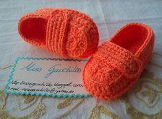 Crochet - Zapatitos mocasines para bebés modernos. Los he hecho de color naranja, es verano!!! pero se pueden hacer de cualquier color.