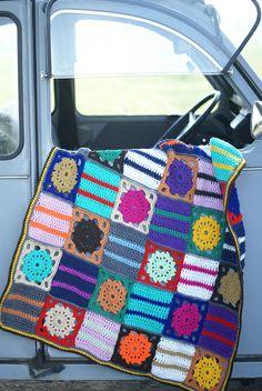 Crochet vintage retro blanket (no pattern) Crochet Afghans, Crochet Squares, Knit Crochet, Crochet Patterns, Granny Squares, Crochet Needles, Crochet Ideas, Wool Baby Blanket, Picnic Blanket