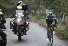 Bajo la nieve. Vuelta Ciclista Asturias 2017