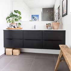 Så du familien Bojsens skønne hus i Børsen Bolig i går? Badeværelset i sort eg hedder Riva Line og er fra JKE Design. Foto: Julie Voge