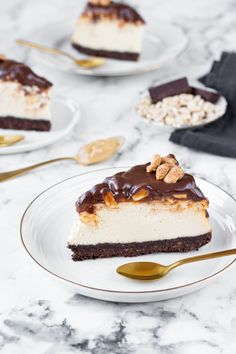 Na vidličku: Snickers cheesecake Snickers Cheesecake, Chocolate Peanut Butter Cheesecake, Cheesecake Ice Cream, Cheesecake Cake, Cheesecake Bites, Cheesecake Recipes, Homemade Snickers, Sweet And Salty, Sweet Recipes