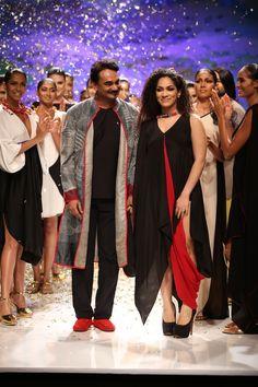 Wendell Rodricks with Masaba Gupta taking the final bow. #wifw #ss14 #fdci #infashion #fashion #trends #fashionweek #wendellrodricks #fiamadiwills