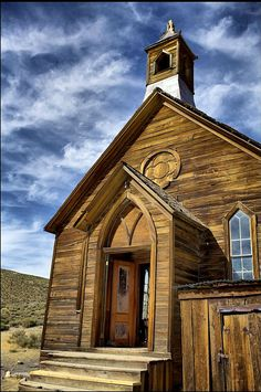 Ghost Town Methodist Church ~ Bodie, California ~have lots of photos of this! Abandoned Churches, Old Churches, Abandoned Places, Abandoned Mansions, Old Country Churches, Take Me To Church, Church Architecture, Cathedral Church, Church Building