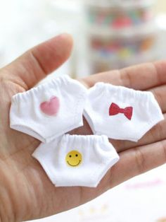 Baby Accessories Make doll panties out of baby socks (for Les Chéries or - - craftIdea. Barbie Knitting Patterns, Doll Clothes Patterns, Doll Patterns, Barbie Et Ken, Baby Born Clothes, Diy Barbie Furniture, Diy Barbie Clothes, Tiny Dolls, Sewing Dolls