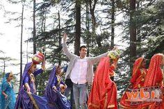 Ranbir Kapoor and Tamasha crew got a real taste of local flavors of Himachal Pradesh while working on the film.  Read more: http://www.washingtonbanglaradio.com/content/115036415-team-tamasha-gets-lesson-folk-music-dance-shimla#ixzz3sOARWhKN  Via Washington Bangla Radio®  Follow us: @tollywood_CCU on Twitter