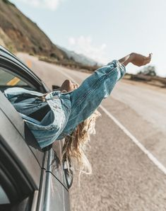 Freedom girl, cute pictures, road trip photography, portrait photography, f Road Trip Photography, Girl Photography Poses, Creative Photography, Photography Training, Summer Photography, Vsco Photography Inspiration, Adventure Photography, Ideas Fotos Tumblr, Shotting Photo