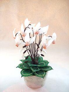 Fleurs en perles Cyclamen blanc et rose grandeur nature : Accessoires de maison par botanic-perles