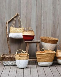 Need basket decoration ideas? This dip-dye technique is the perfect way to update your old baskets for a fresh, clean finish. See how to do it here! Rustic Baskets, Old Baskets, Wicker Baskets, Woven Baskets, Ikea Basket, Cheap Baskets, Towel Basket, Bushel Baskets, Making Baskets