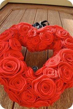 felt flower valentine wreath. So pretty. My door is calling out for this!