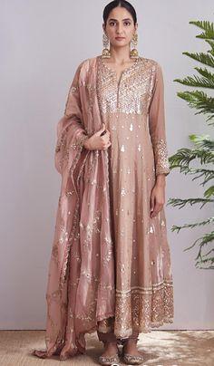 Buy beautiful Designer fully custom made bridal lehenga choli and party wear lehenga choli on Beautiful Latest Designs available in all comfortable price range. Pakistani Dress Design, Pakistani Outfits, Indian Outfits, Anarkali Dress, Red Lehenga, Lehenga Choli, Bridal Lehenga, Dress Indian Style, Indian Dresses
