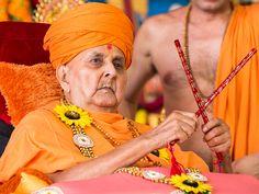 Pragat brahmaswaroop guru hari pramukh swami maharaj Give darshan to haribhakts