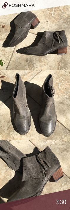 Giani Bernini Grey Leather Ankle Boots - 7M Giani Bernini Ankle Boots. Leather upper. Size 7. Neutral and chic. Great condition. Last three photos are for style inspiration purposes only. Giani Bernini Shoes Ankle Boots & Booties