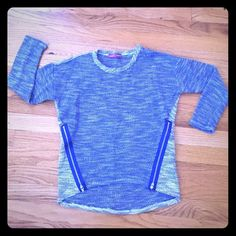 Bloomingdales Aqua girl's sweater shirt top XL This is a blue colored zipper front sweater by the Bloomingdales brand, Aqua, in a girl's size XL. It is in excellent condition. Thanks for looking!!! Aqua Sweaters