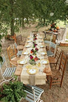 outdoor dinner party or backyard wedding table decor Outdoor Dinner Parties, Garden Parties, Outdoor Entertaining, Festa Party, Garden Cottage, Rustic Cottage, Al Fresco Dining, Deco Table, Decoration Table