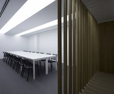 Meeting room by Nonna design for DSAE advisory firm in Valencia with the new black Gas chairs from STUA.