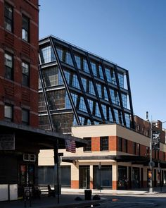 The Cantilevered Metal Canopy A commercial building located in Meatpacking District of Manhattan is design by Morris Adjmi It has a historical narrative for a start ,It was early . New York Architecture, Industrial Architecture, Commercial Architecture, Architecture Portfolio, Architecture Design, Gansevoort Market, Manhattan, Washington Street, Building Structure