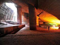 Las Cuevas de Longyou y las Huashan son dos magníficos complejos de cuevas subterráneas ubicados en China. Resaltan por su enorme tamaño, su precisa distribución y su meticuloso tallado en techos y…