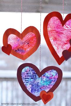 Heart Suncatcher - Fun and Easy Valentine's Day Craft Let the kids make a homemade suncatcher for the perfect Valentine's Day Craft. They will love this heart suncatcher and it's so simple to make. Try this easy Valentine craft for kids! Kinder Valentines, Valentine Crafts For Kids, Valentines Day Activities, Homemade Valentines, Valentines For Kids, Christmas Crafts For Kids, Holiday Crafts, Gem Crafts, Heart Crafts