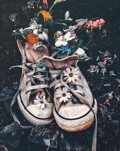 """""""Old shoes . Art Hoe Aesthetic, Flower Aesthetic, Aesthetic Vintage, Aesthetic Photo, Aesthetic Pictures, Spring Aesthetic, Creative Photography, Art Photography, Photography Flowers"""