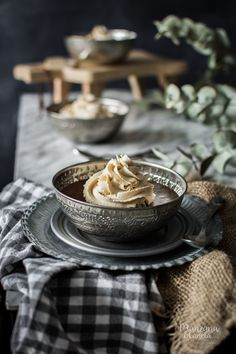 Mousse de chocolate y café. Coffee and chocolate mousse. Coffee Mousse, Chocolate Coffee, Dessert Recipes, Desserts, Food Styling, Sweet Recipes, Food Photography, Food And Drink, Cooking Recipes