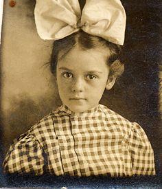 Photobooth girl with huge hair ribbon by lovedaylemon, via Flickr