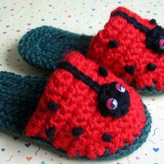 Toddler Crochet Slipper Pattern Lady Bug Fun by kalliedesigns Crochet Slipper Pattern, Crochet Baby Booties, Crochet Slippers, Kids Slippers, Crochet Crafts, Yarn Crafts, Crochet Projects, Love Crochet, Crochet For Kids
