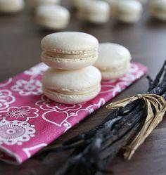 Macarons à la vanille - les meilleures recettes de cuisine d'Ôdélices  http://www.odelices.com/recette/macarons-a-la-vanille-r3056