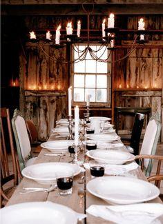 Une grande #table#chalet pour recevoir hiver comme été. Découvrez notre sélection de #vaisselle#montagne sur le site Mon Chalet Design